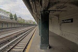 Bay Parkway (BMT Sea Beach Line) - Image: Bay Parkway Platform