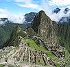 Huayna Picchu dağ zirvesi ile Machu Picchu