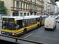 Berlín, Moabit, kloubový autobus na třídě Alt-Moabit.jpg