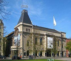 Berlin, Mitte, Bertolt-Brecht-Platz 1, Theater am Schiffbauerdamm.jpg