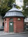 Berlin Neukölln Sonnenallee Ecke Elbestr Bedürfnisanstalt.png