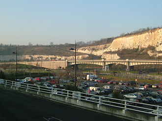 Dartford - The quarry at Bluewater, showing the underlying chalk
