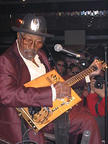Bo Diddley Prag 2005 03.jpg