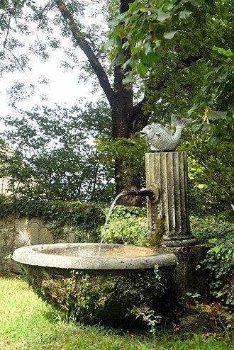 Rümligen Castle - A fountain in the castle gardens