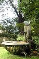 Brunnen im Park Schloss Rümligen DSC05470.jpg
