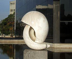 Português: Integração. Escultura de Bruno Gior...
