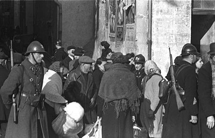 Vichy police escorting French Jewish citizens for deportation in Marseilles, January 1943 Bundesarchiv Bild 101I-027-1477-30, Marseille, Hafenviertel. Deportation von Juden.jpg