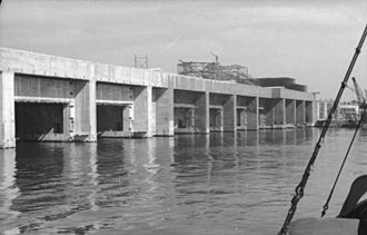 Saint-Nazaire submarine base - Image: Bundesarchiv Bild 101II MW 3747 30, St. Naziere, U Bootbunker im Bau