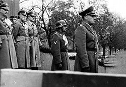 Bundesarchiv Bild 121-0267, Polen, Krakau, Polizeiparade, Hans Frank.jpg