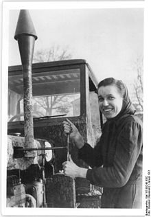 Bundesarchiv Bild 183-09248-0002, Langenweddingen bei Magdeburg, Lehrling in der MAS.jpg