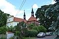 Církvice, kostel Nanebevzetí Panny Marie se zvonicí.JPG