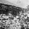COLLECTIE TROPENMUSEUM Een hadji voor zijn huis in de kampong bij Sindanglaja Preanger West-Java TMnr 10001237.jpg