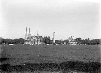 Lapangan Banteng - Waterlooplein with the lion-topped Waterloo Monument in 1920.