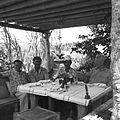 COLLECTIE TROPENMUSEUM Rudolf Bonnet tijdens een maaltijd met vrienden in het tuinhuis bij zijn huis TMnr 60030482.jpg