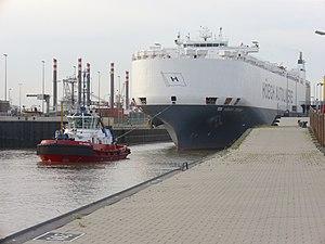 Car carrier Höegh Trident (1).jpg