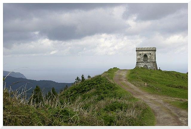 https://upload.wikimedia.org/wikipedia/commons/thumb/1/13/Castelo_Branco_-_panoramio_%281%29.jpg/640px-Castelo_Branco_-_panoramio_%281%29.jpg