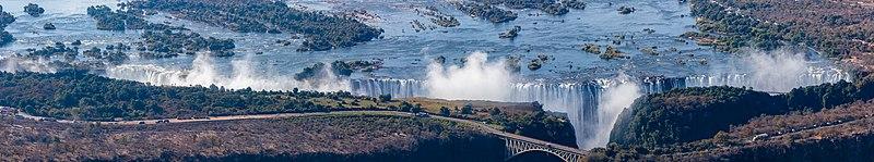 Cataratas Victoria, Zambiya-Zimbabue, 2018-07-27, DD 16-20 PAN.jpg