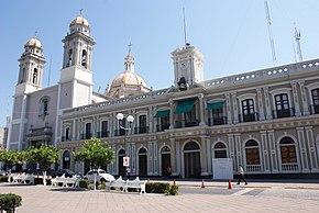 Catedral y Palacio - panoramio.jpg