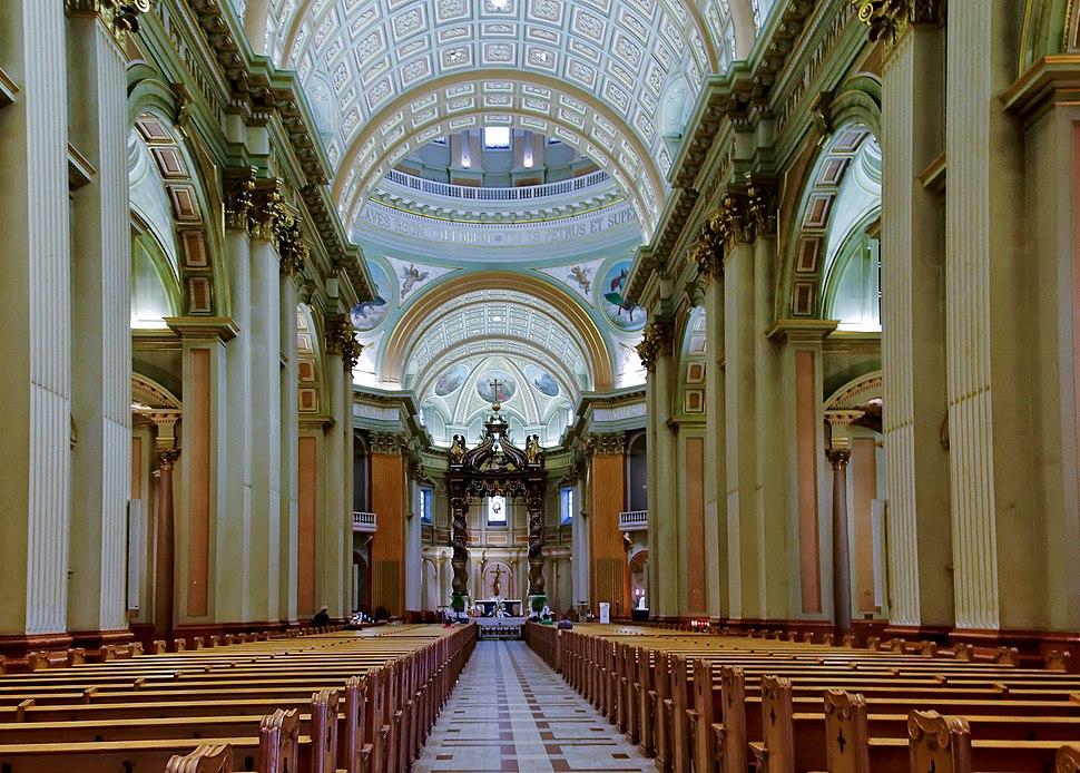 Cathédrale Marie-Reine du Monde, intérieur