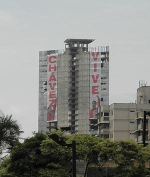 """Centro Financiero Confinanzas - Centro Financiero Confinanzas draped with banners saying """"Chávez Lives"""" in 2014."""