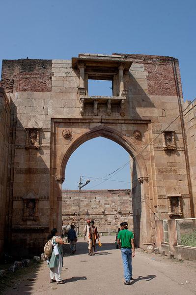 File:Champaner eastern gate.jpg
