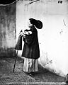 Chinese Lady holding a parasol, Canton, Kwangtung, China Wellcome L0018834.jpg