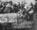 Chiron vainqueur du GP de France 1931, félicité par Campari (au centre Viarzi, sur les fleurs).jpg