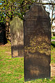 Christoff Münster Grabmal Langer Christoff Neustädter Friedhof in Hannover und die geschnürte Jungfrau im Vordergrund.jpg