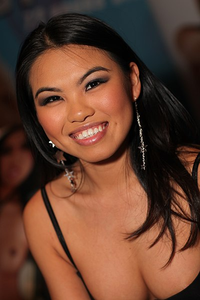 Asian pornstar Cindy Starfall unveils her big tits before showing her pussy  456816