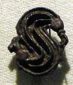 Cividale, man, fibula a S in argento dorato, da necropoli cella 17.jpg