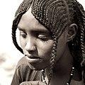 Coiffure traditionnelle de jeune fille Afar 01.jpg