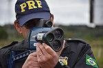 Com radares portáteis, equipe da PRF fiscaliza velocidade na BR-277 (33841109790).jpg
