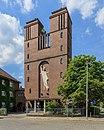 Katholische Kirche St. Marien Friedenskönigin und Pfarrhaus