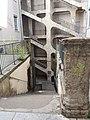 Cour des Voraces - Escalier central en descente.jpg