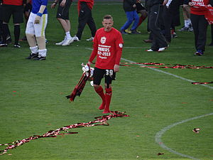 Craig Bellamy - Bellamy holding the trophy after Cardiff won the 2012–13 Championship