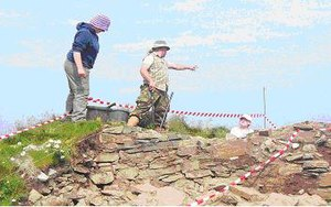 Dùn Èistean - Archaeologists of the University of Glasgow excavating the tower