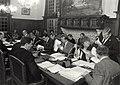 De gemeenteraad van Haarlemmerliede en Spaarnwoude in begrotingsvergadering bijeen in het gemeentehuis te Halfweg. Aangekocht in 1985 van United Photos de Boer bv. - Negatiefnummer 24718 k 5, NL-HlmNHA 1478 25900 K 38.JPG