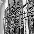 Detail gesmeed raamhek in jugendstil vorm afkomstig uit Delft. - Amsterdam - 20018103 - RCE.jpg