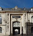 Dijon palais des Ducs Porte cour de Bar.jpg