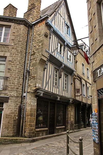 File:Dinan 1rue Larderie 8288 resize.jpg Исторические памятники Динана, достопримечательности Динана, фотографии Динана