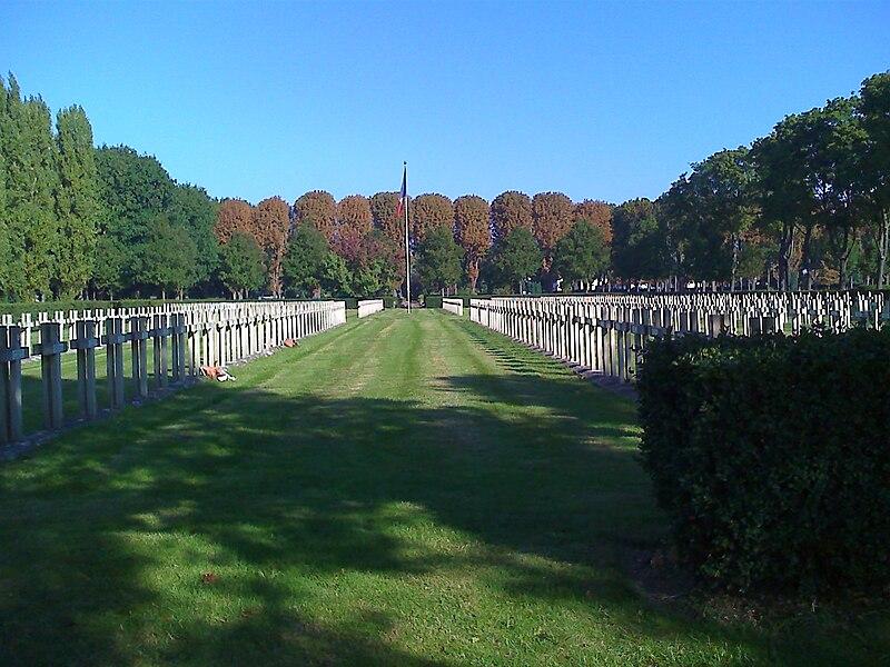 Fichier:Division-militaire-ouest-cemetery-Thiais.jpg
