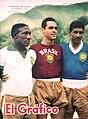 Djalma Santos, Gilmar Dos Santos Neves y Nilton Santos (Brasil) - El Gráfico 2062.jpg