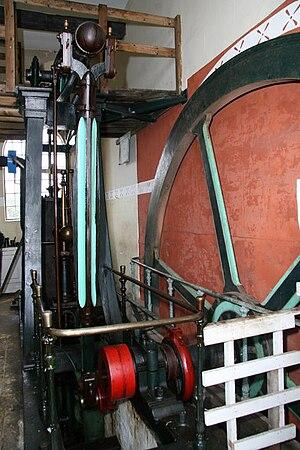 Dogdyke Engine - The engine frame and flywheel