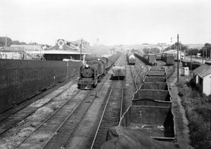 Double headed coal train passing westbound through Warragul station ~1920.jpg