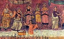 Gravure stylisée en couleurs. Une femme nue dans un cours d'eau tient un panier. Derrière elle, sur la berge, se tiennent des femmes habillées.