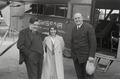 ETH-BIB-Frau L. Weigelt mit zwei Männern vor Fokker-Weitere-LBS MH02-17-0013.tif