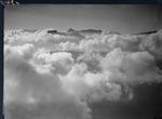 ETH-BIB-Wolkenmeer mit Fulen und Hausstock aus 2800 m-Inlandflüge-LBS MH01-006340.tif