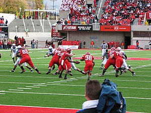 2009 Utah Utes football team - Quarterback Terrance Cain hands the ball to running back Eddie Wide
