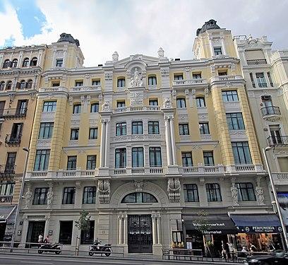 Edificio de Seguros La Estrella (Gran Vía 10, Madrid) 03.jpg