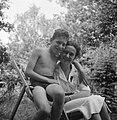 Een vrouw en een jongen, Bestanddeelnr 191-1121.jpg